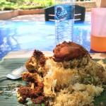 コタキナバル街中の公園で食べるナシククス